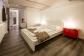 Schlafzimmer mit Blick Richtung Toilette UG