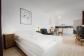 bequemes Bett mit Hotelwäsche & Handtüchern